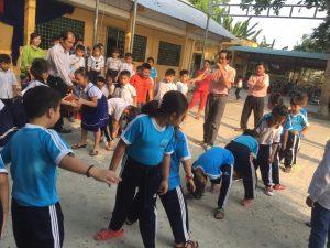 Học  sinh tham gia trò chơi